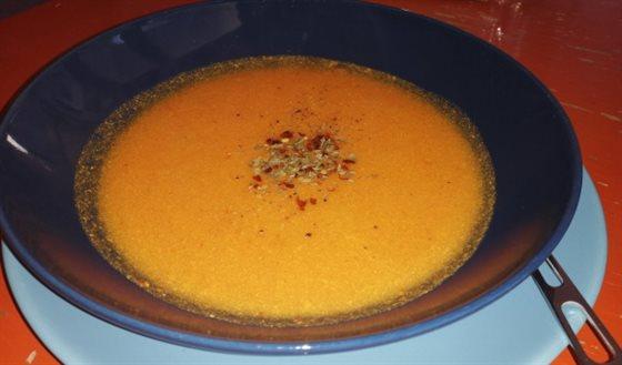 Papriková polievka z pečených paprík