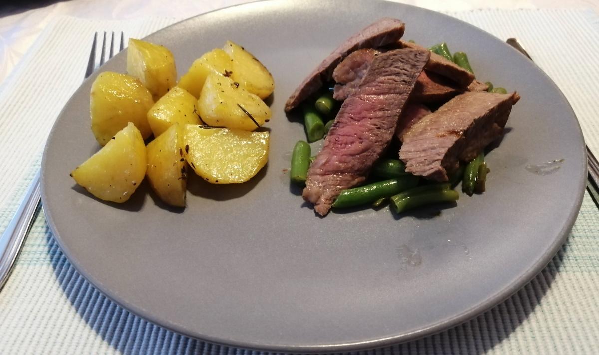 Recept na roastbeef - rump steak, pečené zemiaky a zelené fazuľové struky