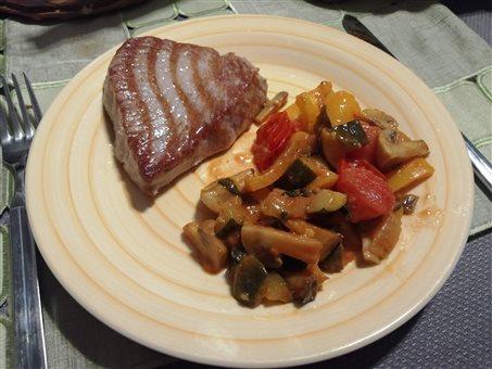 Tuniak s grilovanou zeleninou