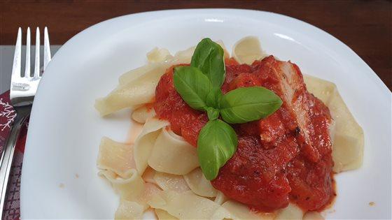 Tuniak v paradajkovej omáčke s cestovinami