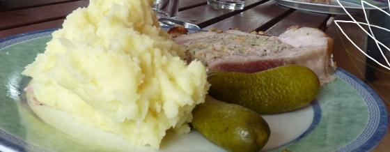 Bravčový bôčik plnený kuracím mäsom so zemiakovou kašou