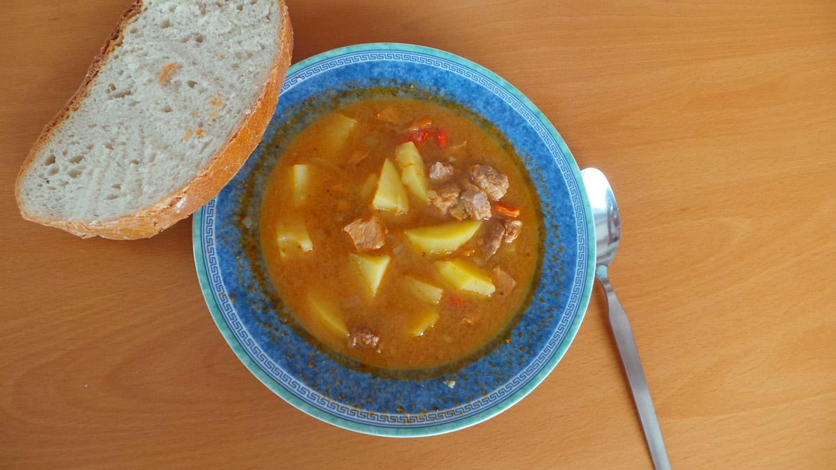 Gulášová polievka – recept