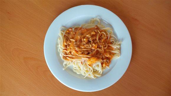 Špagety s jemnou smotanovo-paradajkovou omáčkou – recept