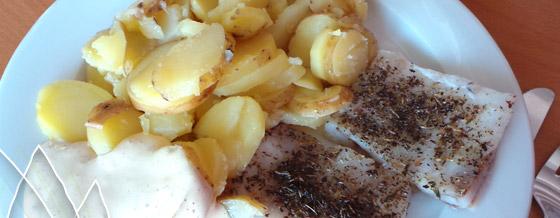 Filé z tresky s provensálskym korením a pečené zemiaky