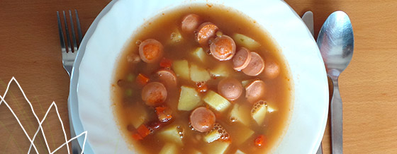 Zemiakovo-hŕstková polievka s párkom