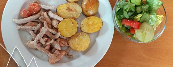 Slížiky z dvojakého mäsa s párkom a zemiakmi