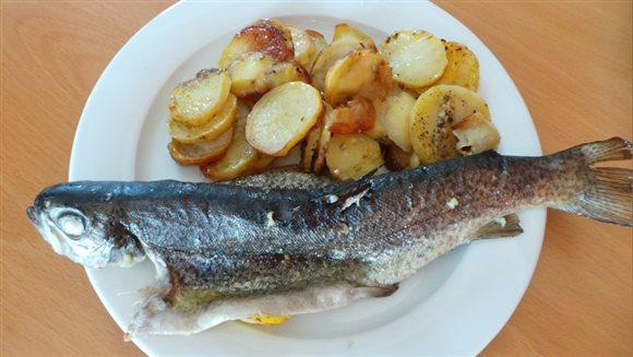 Pečený pstruh so zemiakmi – recept