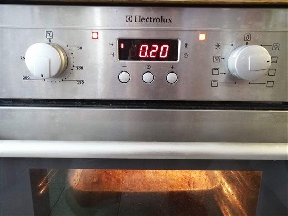 Zákusok Orgazmus - korpus - pečieme 20 minút na 180°C