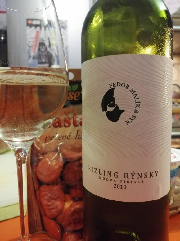 Priebežne pijeme víno